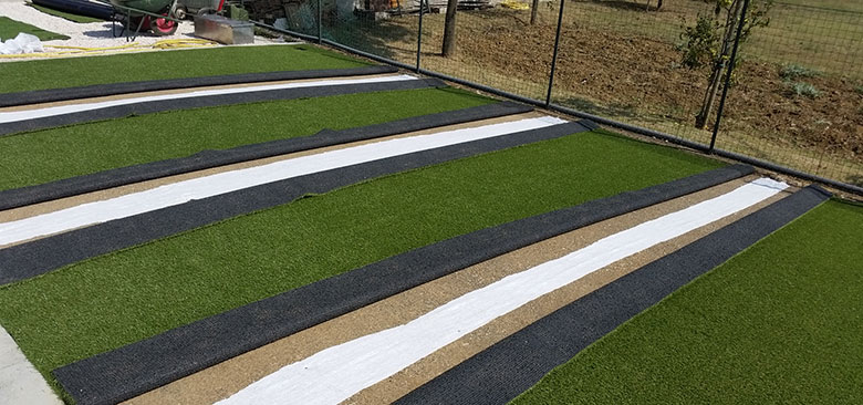 Stunning posa erba sintetica su terrazzo pictures design - Erba nana per giardino ...