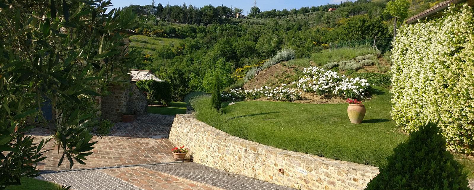 Realizzazione e manutenzione giardino perugia for Creazioni giardini